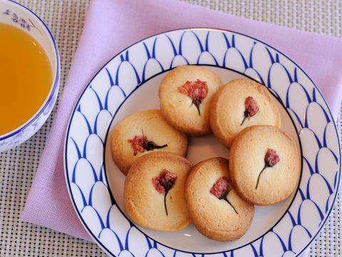 サクサクとした生地の食感が美味しいクッキーです。ほんのりと香る桜と「ヤマサ鮮度の一滴うすくち丸大豆しょうゆ」の香ばしさが、シンプルなバタークッキーを引き立て  ...