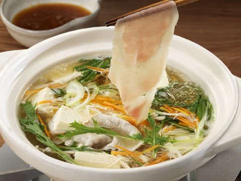 豚肉と彩り野菜のしゃぶしゃぶ鍋のレシピ・作り方 | Happy Recipe(ヤマサ醤油のレシピサイト)